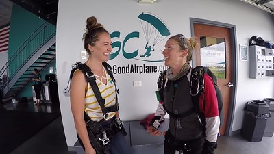 1533 Laura Pekarik Skydive at Chicagoland Skydiving Center 20190622 Jenny Breezy