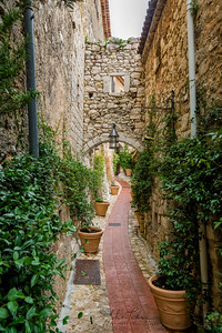 Arch over street in Eze