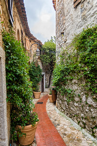 Curving street in Eze