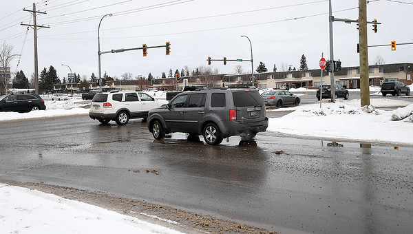 Motorists are advised that on Monday, January 28, Westwood Drive between 22nd Avenue and the Highway 97 on and off ramp will be closed in both directions to allow crews to carry out work related to upcoming changes to the signal operation at the Highway 97-22nd Avenue intersection. This section of Westwood Drive will remain fully closed for a few days while operations are carried out including the installation of concrete barriers and signage. Following these operations, Westwood Drive will be reopened to southbound traffic while the northbound lane will remain closed permanently.