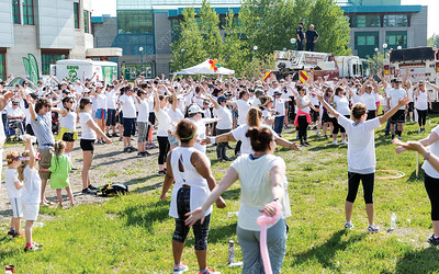 Walkers warm-up on Sunday morning during the first annual Prince George Hospice Society Colour Walk at UNBC. Citizen Photo by James Doyle   May 26, 2019