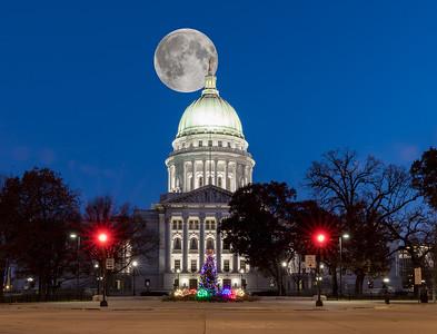 DA029,DA,Moon over Madison