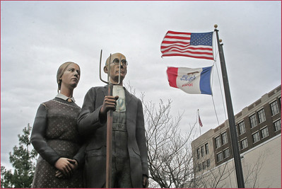 01,DA016,DJ,TRAVELING GRANT WOOD STATUE IS IN DUBUQUE
