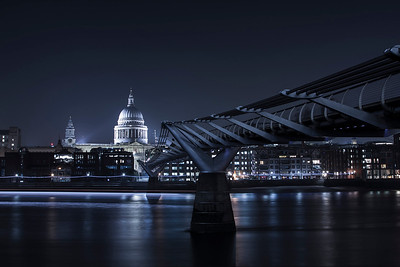 DA105,DT,Saint Pauls Cathedral at the end of Millenium Bridge (London)