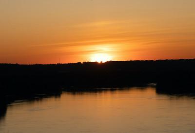 05,DA093,DP,Sunrise over the Mississippi