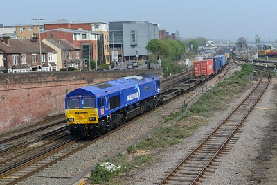17 April 2019 :: 66005 passes Campbell Road Bridge at Eastleigh while leading 4O43 from Wakefield to Southampton