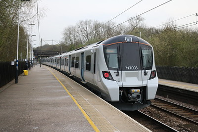 717008 1746/2J35 Stevenage-Moorgate
