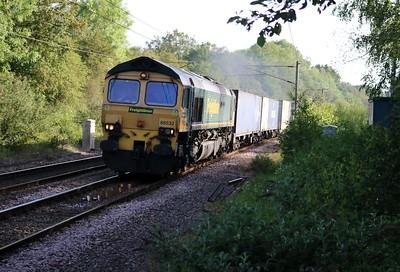66532 0730/4L83 Leeds-Felixstowe passes Bayford