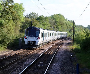 717009 0730/2F08 Moorgate-Watton departs Bayford