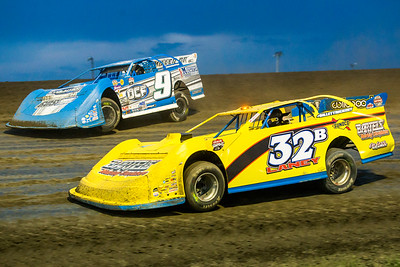 Cody Laney (32B) and Kent Arment (9)