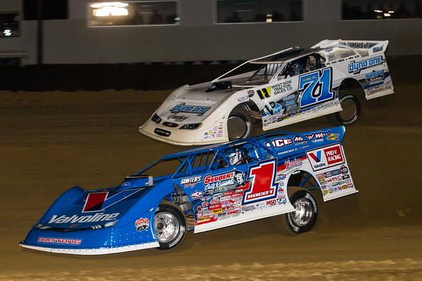 Brandon Sheppard (1) and Hudson O'Neal (71)
