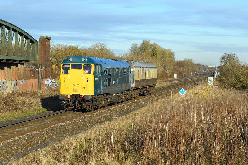 3 December 2019 :: 31128 is passing Battledown Flyover at Worting working 5Z31 from Burton Wetmore to Eastleigh