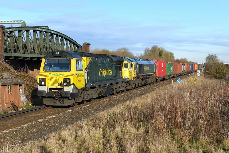 3 December 2019 :: 70007 + 66953 at Worting on 4O49 from Crewe to Southampton