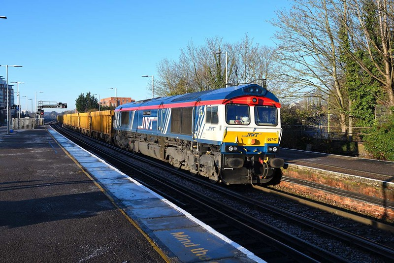 2 December 2019 :: 66747 is passing through Basingstoke with 6M26 from Eastleigh to Mountsorrel