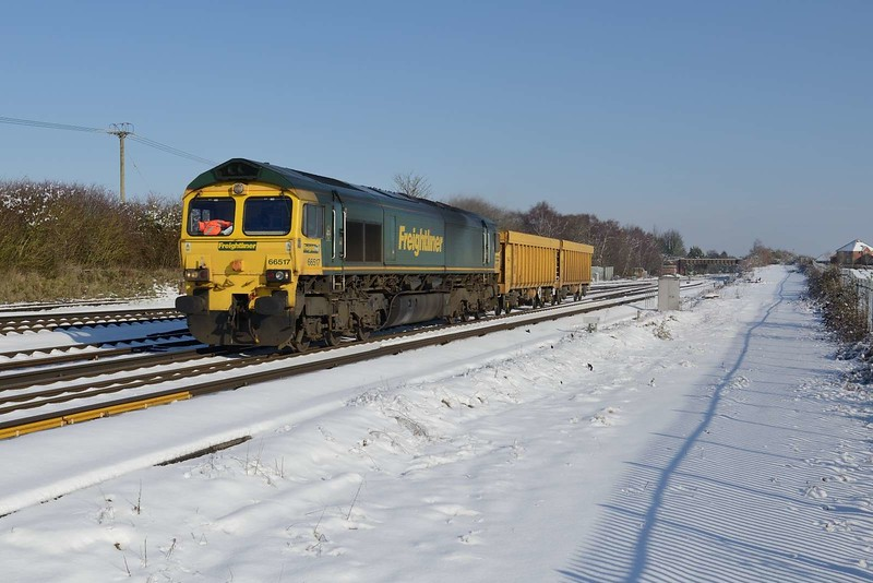 2 February 2019 :: 66517 is passing Worting Junction with a very light 6O26 from Hinksey to Eastleigh
