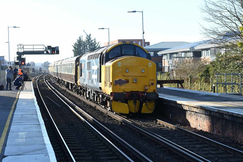 15 February 2019 :: 37402 is pulling into Basingstoke leading Pathfinder railtour 1Z27 from Eastleigh to Dawley Loop