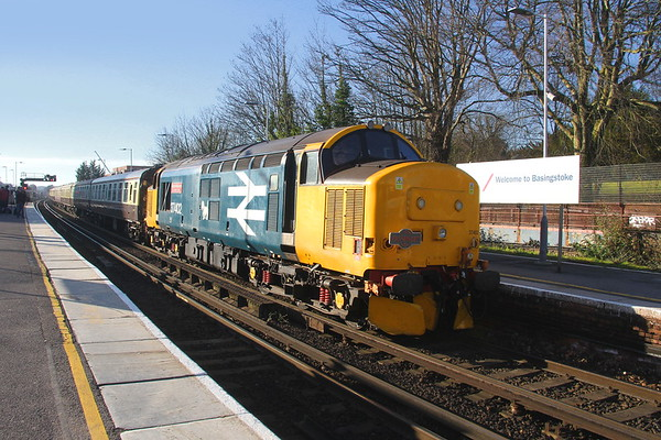 """37402 Basingstoke 15/02/19 1Z27 Eastleigh to Dawley Loop with the """"Surrey Currier"""""""