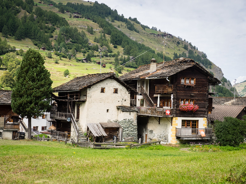 9/11 - Old houses of Les Hauderes