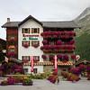 9/10 - Flower hotel