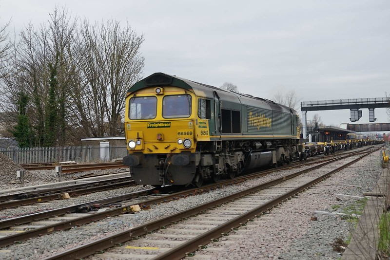 3 January 2019 :: 66569 is running though Oxford with 4O49 from Crewe to Southampton