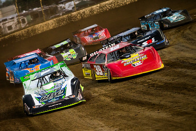 Tyler Erb (1) and Tim McCreadie (39) lead a heat race to green