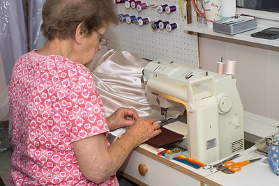 MOM SEWING-00881