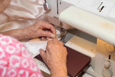 MOM SEWING-00871