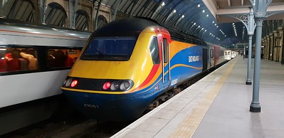 East Mids HST 43075 sits on the blocks at Kings Cross.
