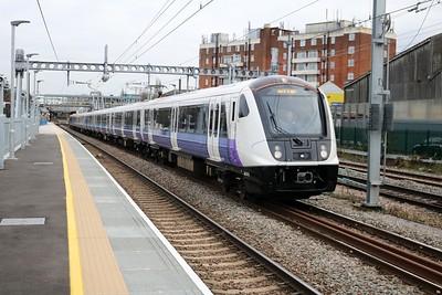 345013 on a Paddington-Hayes & Harlington service leaves Acton Mainline