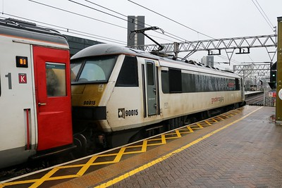 90015 'Colchester Castle' 0906/1P13 Norwich-Liverpool Street at Stratford