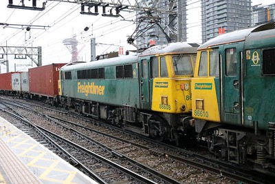 86610_86608 0957/4L89 Coatbridge-Felixstowe passes Stratford