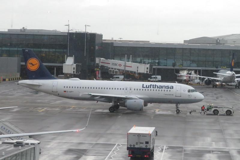 Lufthansa Airbus A320 D-AIPY at London Heathrow on an Munich flight, 08.05.2019.