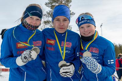 NEM tytöt, hopeaa. Liisa Peltonen, Nina Kärnä, Maria Hoskari