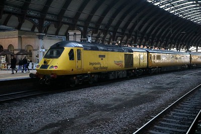 43062_43014 1010/1Q07 Heaton-Cambridge via Kings Cross Test Train at York   30/12/19