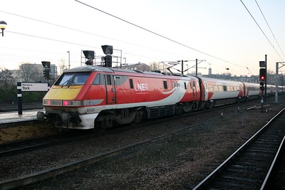 82230_91126 0825/1E01 Edinburgh-Kings Cross at York   30/12/19