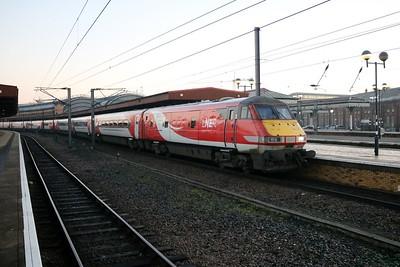 82230_91126 0825/1E01 Edinburgh-Kings Cross at York   30/12/19