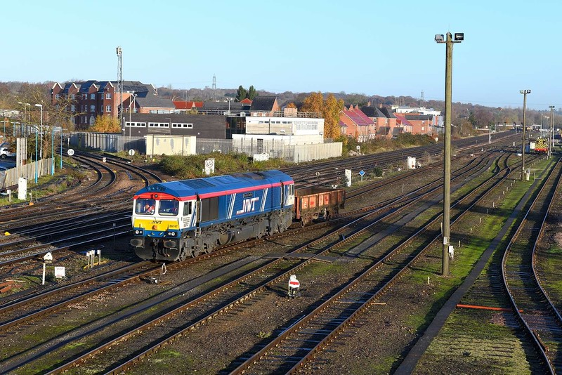 29 November 2019 :: 66747 is being used to shunt wagons at Eastleigh