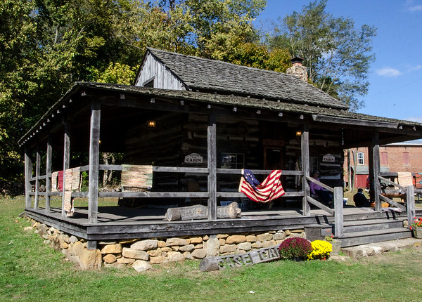 MET 101819 Case Cabin