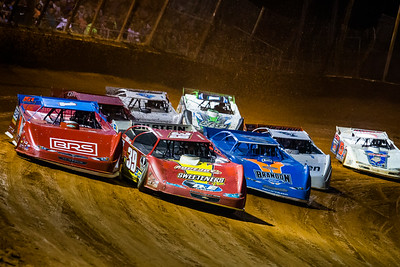 Tim McCreadie (39) and Devin Moran (1) lead a heat race into turn one