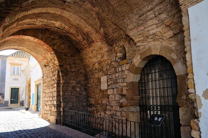 Arco da Vila roadway