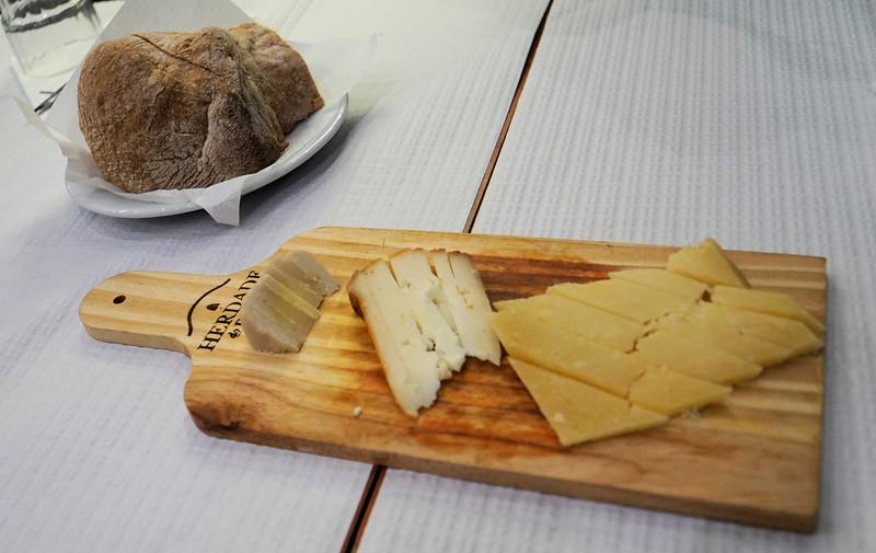 Cheese board tapa
