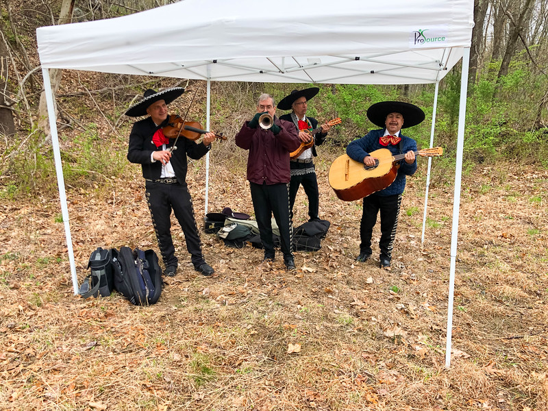 Mariachi band greets runners with music to lighten their steps on the trail. (Photo by Robert Cummings)