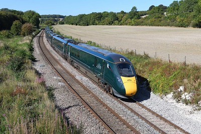 18 September 2019 :: IET 800 312 is passing Wolf Hall with train 1A83, the 1132 from Paignton to Paddington