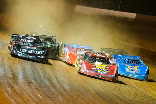 Tim McCreadie (39) and Dale McDowell (17M) lead a heat race to green