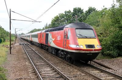 43318_43277 1324/1N85 Kings Cross-York passes Welwyn North