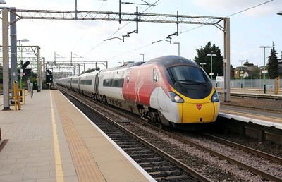 390107 0833/1H12 Euston-Manchester Piccadilly