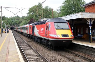 43310_43311 1337/1E09 Edinburgh-Kings Cross passes Welwyn North