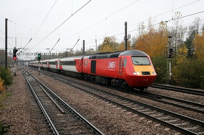 43238_43305 0915_1S09 Kings Cross-Edinburgh. Note 43238 now plain red after NRM Vinyl Decals removed.