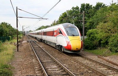 800112 passes Welwyn North 0918/1D07 Kings Cross - Leeds. My last 800/1 for the class.