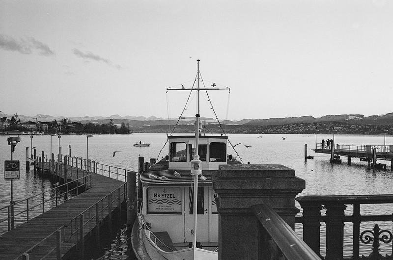 Leica M6, 7Artisans 2/35mm, Ilford XP2 Super 400
